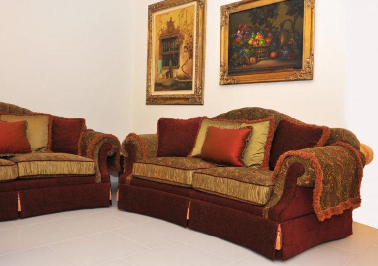 Salotto modello Hermitage Rossi divani classici potì arredamenti 2
